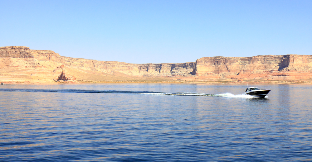 boat on lake powell with arizona boat insurance